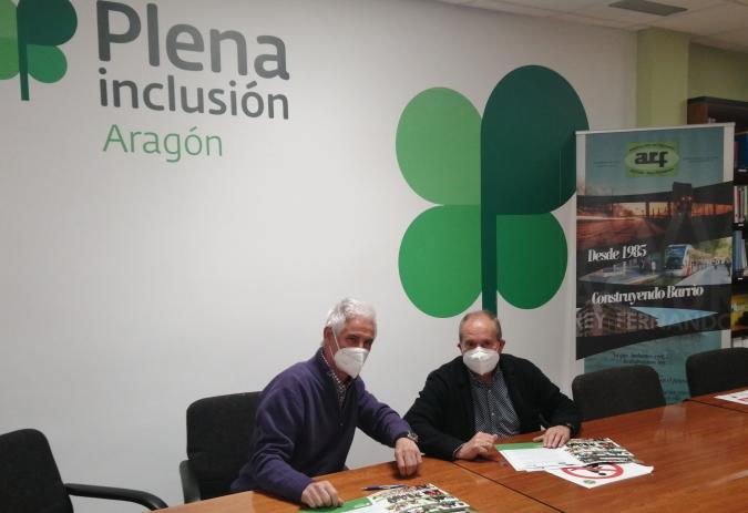 Francisco Lázaro y Santiago Villanueva firman en convenio.
