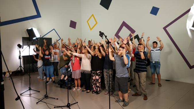 Coro de Plena inclusión Aragón, en el rodaje del videoclip